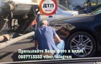 ДТП в Киеве: автомобиль залетел под грузовик