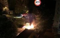 В Киеве неизвестные взорвали автомобиль (видео)