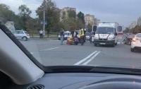 В Киеве автомобиль тяжело травмировал велосипедиста