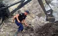 На Днепропетровщине мужчину и ребенка засыпало песком в карьере