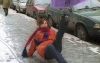 За последние сутки в Киеве из-за гололеда покалечилось почти 500 человек