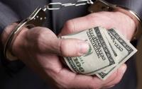 В Киеве полицейские требовали крупную сумму за бесплатную справку