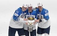 Хоккеисты сборной Финляндии сломали кубок чемпионата мира