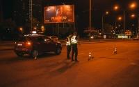 В Киеве автомобиль сбил девушку на пешеходном переходе