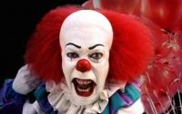 Американца арестовали за попытку напугать дочь маской клоуна
