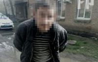 Мужчина набросился на полицейских с кухонным ножом