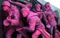Памятник Советской армии в Софии покрасили в розовый цвет (ФОТО)