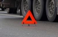 Во Львовской области под колесами грузовика погиб мужчина