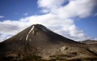Вулкан Жупановский выбросил пепел на высоту до 4,5 тыс. метра над кратером