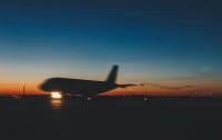 Задымление в самолете привело к аварийной посадке и госпитализации экипажа