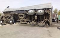 На Харьковщине столкнулись поезд и грузовик: двое пострадавших