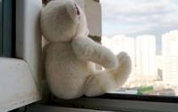 В Запорожье из окна многоэтажки выпал 4-летний ребенок