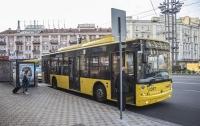 Редкое ДТП в Киеве: мужчина упал с крыши троллейбуса