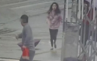 Вор с украденным телефоном случайно прибежал в полицию (видео)