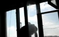 Харьковчанин хотел из-за ревности выброситься из окна