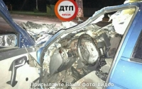 В Киеве ВАЗ влетел в автомобиль дорожной службы, есть пострадавшие