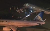В голливудском аэропорту столкнулись два самолета