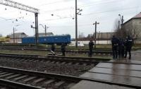 Пытался проползти под поездом: на Закарпатье погиб мужчина
