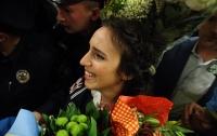 Как украинцы встречали Джамалу в аэропорту (ВИДЕО)
