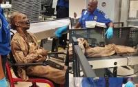 Сотрудники аэропорта досмотрели фальшивого усопшего