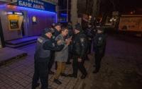 В Днепре пьяные парни напали на инкассаторов (видео)