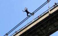 Хотел сделать эффектное фото: в Николаеве парень упал с моста