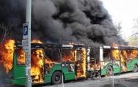 В Харькове троллейбус с пассажирами загорелся на ходу (видео)