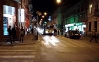 Отбросило под троллейбус: в центре Тернополя такси сбило пешехода