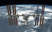 Космонавты изучили пробоину в обшивке одного из модулей МКС