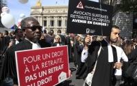 Врачи, юристы и представители других профессий вышли на акции протеста во Франции