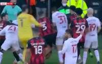 Футболисты устроили массовую драку во время матча