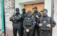 Неизвестне в обмундировании служащих ГБР взяли штурмом музей
