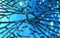 В США физики создали теорию пластичности для стекла