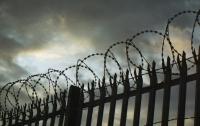 Заключенные сбежали из особо охраняемой тюрьмы, споив охрану