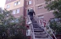 3-летний ребенок закрылся в квартире, пока мама выносила мусор