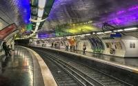 Мужчине плеснули кислотой в лицо на глазах пассажиров метро