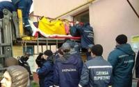 Почти 400 килограмм веса: 60 спасателей несли женщину к