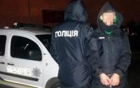Закапывал наркотики: в Киеве задержали мужчину с тремя пакетами амфетамина