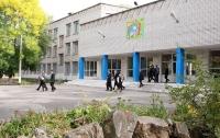 В Павлограде в школе разбили ампулу с химвеществом: детей не пустили на уроки (видео)