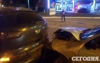 Киевский таксист отвлекся на телефон и устроил ДТП