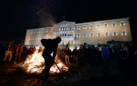 В Греции фермеры разожгли костры перед парламентом