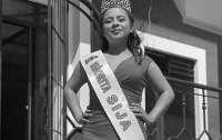 Беременная экс-королева красоты упала со стены между США и Мексикой и разбилась