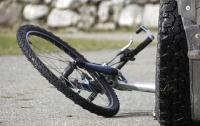 Жуткое ДТП в Днепре: автомобиль сбил велосипедистов, один человек погиб