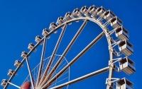 Туристы вылетели с колеса обозрения (видео)