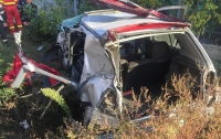 Автомобиль столкнулся с поездом в Румынии, есть жертвы (видео)