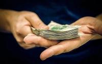 Взяточник в погонах вымогал деньги в российских рублях