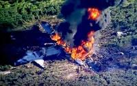 Появились жуткие кадры с места крушения самолета в США (видео)