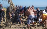 В Евпатории пьяная компания напугала отдыхающих на пляже