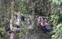 Под Киевом полицейский автомобиль во время погони слетел в реку