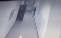 Разбойное нападение: в Одессе мужчину ограбили, когда он заходил в квартиру (Видео)
